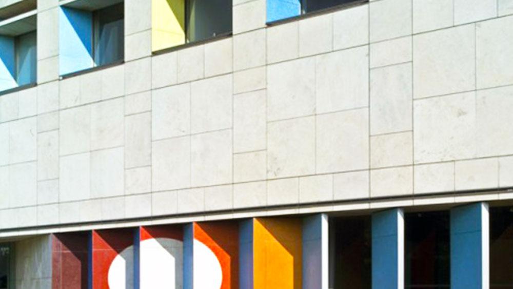 fachada-mosaico-yaacov-agam-mvm-studios-2