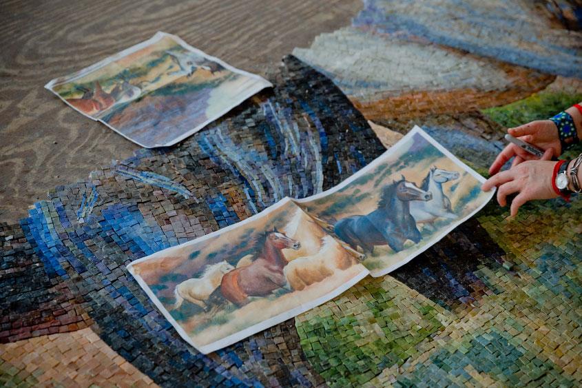 mural-los-caballos-William-Matthews-mosaicos-venecianos-mvm-studios4